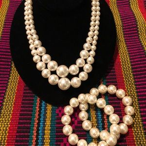 Jewelry - Vintage Necklace w/Set of Two Stretch Bracelets
